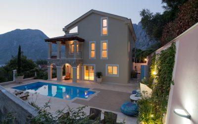 Kotor Koyu'nda Özel Havuzlu Muhteşem Villa