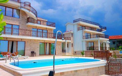 Herceg Novi'nin En İyi Yerinde Bulunan Satılık Havuzlu Lüks Villa